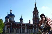 В Москве четыре человека азиатской наружности ограбили храм