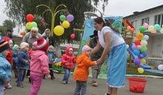 Малыши из дома ребенка при женской колонии №6 получили игровую площадку