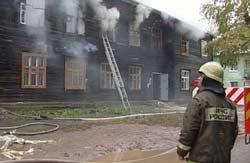 В Березовском горел барак в центре города