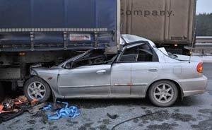 На трассе Пермь - Екатеринбург произошло несколько ДТП, один человек погиб