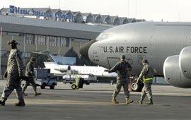 Американские военные покинут авиабазу в Манасе до 11 июля 2014 года