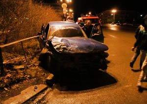 ВАЗ-2110 ударила Волгу на Вагонке, от удара машина перевернулась и вылетела на тротуар