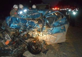 Грузовик Вольво ударил ВАЗ-2110 на трассе Пермь - Екатеринбург, погибли 4 человека