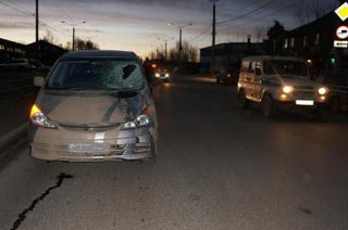 На улице Юности минивэн Тойота сбил пешехода, мужчина погиб