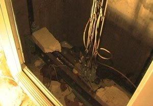 Два человека пострадали во время падения лифта в ЦГБ №1 на Вагонке