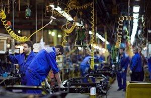 Российские автозаводы приостанавливают производство