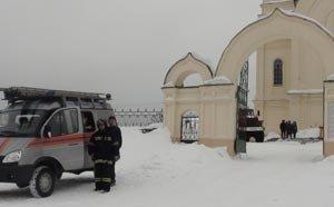 Огнеборцы провели учения совместно с сотрудниками Собора имени Александра Невского