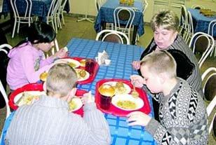 Хозяйка кафе помогает детям из неблагополучных семей