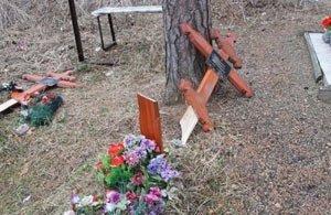 Подростки разгромили кладбище села Краснополье, повреждены 26 памятников