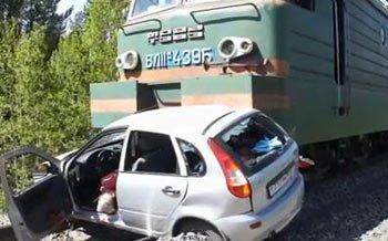 Грузовой поезд протаранил Ладу Калину на переезде в районе санатория Ленёвка, погиб водитель