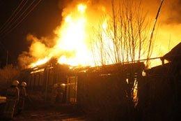 В поселке Дальний и селе Покровское сгорели два жилых дома, погибли два человека
