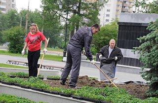 Сотрудники Уралвагонзавода высадят около 100 тысяч цветов в Дзержинском районе