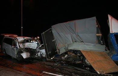 Под Екатеринбургом столкнулись Мерседес и Газель, погиб водитель