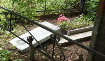 Очередной акт вандализма на кладбище Рудника - повреждены 30 надгробий