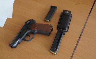 На Вые пьяный мужчина 4 раза выстрелил в детей из травматического пистолета, пострадал подросток