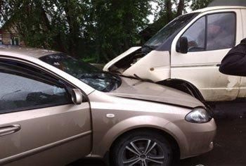 В посёлке Кирпичный столкнулись Газель и Шевроле, пострадал человек