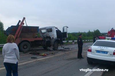На 149 км серовской автотрассы: грузовик МАЗ столкнулся с пассажирским автобусом, пострадали люди