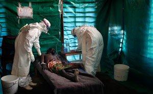 От лихорадки эбола в Африке погибли почти 700 человек