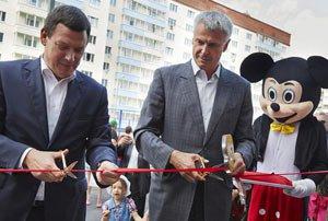 Сергей Носов вручил ключи от новеньких квартир детям-сиротам