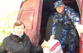 Сотрудники ИК-12 собрали гуманитарную помощь для украинских беженцев