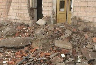4 человека пострадали из-за обрушения стены здания в поселке Сухоложский