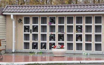 Неизвестные вандалы устроили погром на Центральном кладбище Нижнего Тагила