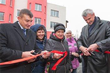 72 семьи тагильчан получили ключи от новых квартир из рук Сергея Носова