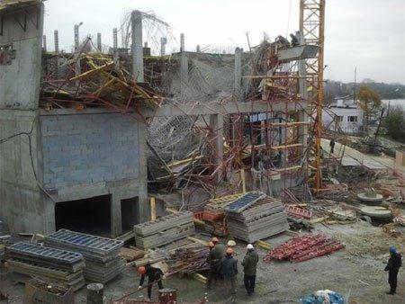 Сегодня ночью частично обрушилось здание отеля Park Inn by Redisson на берегу Тагильского пруда