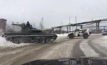 Тагильские автолюбители рады встрече с танком Т-72