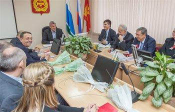 Сергей Носов принимал активистов ВЛКСМ в администрации Нижнего Тагила