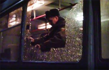 Неустановленные лица обстреляли троллейбус с пассажирами в Каменск-Уральском