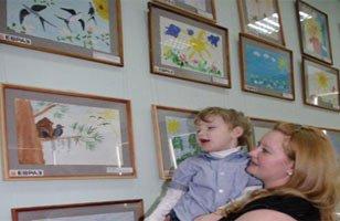 Выставка рисунков особых детей откроется завтра в Центральной библиотеке