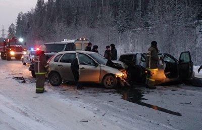 На 129 км Серовской трассы столкнулись четыре легковых автомашины