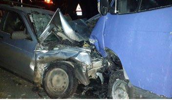 На Серовской трассе ВАЗ столкнулся с Газелью, погиб водитель