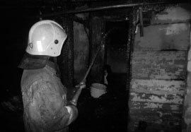 Пожарные спасли от огня деревянный барак на Смычке