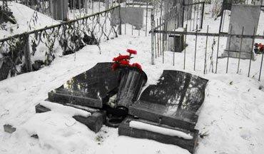 Полицейские установили подростков, повредивших надгробия на кладбище в селе Николо-Павловское