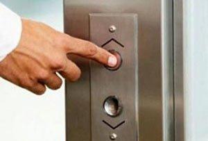 Вместо аварийных лифтов в ЦГБ №1 установили новые