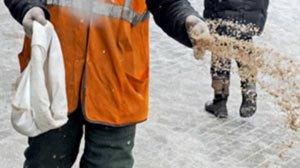 Прокуратура разрешила дорожникам посыпать городские улицы солью