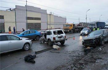 На Восточном шоссе столкнулись 5 автомобилей, пострадали люди