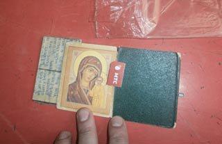 В ИК-13 пытались пронести в иконе сим-карту для телефона