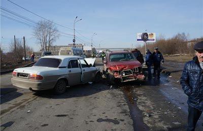 20 марта на Восточном шоссе столкнулись три автомобиля, пострадала 18-летняя пассажирка ВАЗа