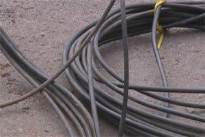 Железнодорожные полицейские задержали мужчину, который украл 100 метров медного кабеля с электропоезда