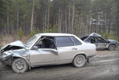 В пригороде Екатеринбурга столкнулись ВАЗ-2114 и ВАЗ-21099, в больницу доставлены два человека