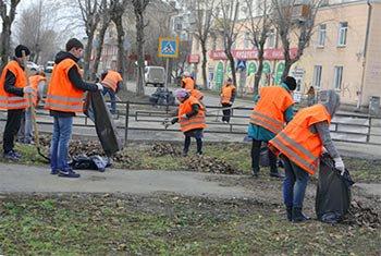 Уралвагонзаводцы навели порядок на улицах Вагонки