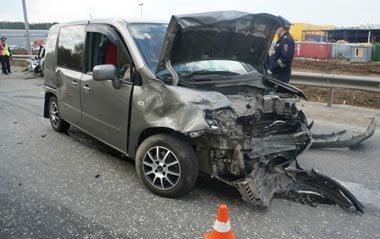 Недалеко от Старателя столкнулись три авто - грузовик и две иномарки