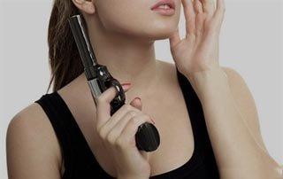 Москвичка случайно выстрелила себе в голову из пистолета во время селфи
