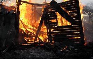В воскресенье в Нижнем Тагиле сгорели две бани и жилой дом