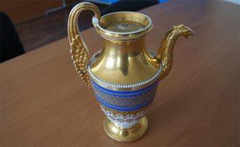 Преступник похитил кофейник стоимостью в 500 тысяч из музея, но был установлен и задержан