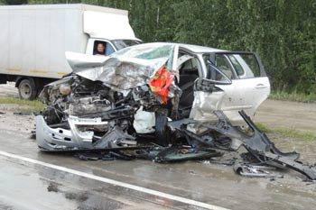 Под Богдановичем столкнулись Тойота и Фольксваген, три человека в реанимации