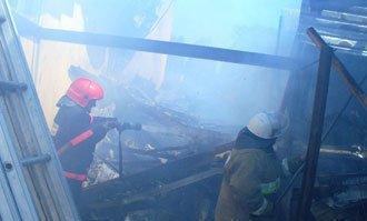 В селе Покровское сгорел жилой дом с надворными постройками